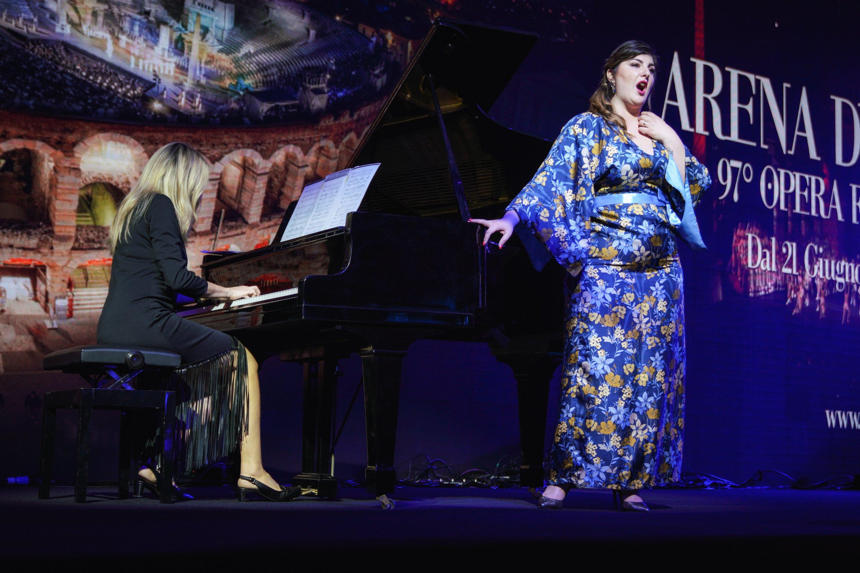 意大利歌手表演:Marta Mari